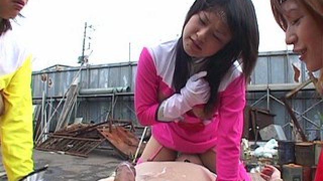 Les biogirls punissent à leur façon un dangereux bandit !